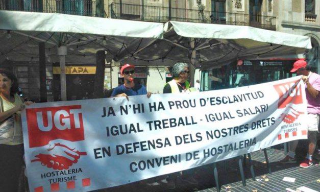Protesta frente del restaurante ETAP de La Rambla de Barcelona para la explotación laboral que sufren sus trabajadores