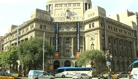 Concentración contra los despidos en BBVA CX de Cataluña