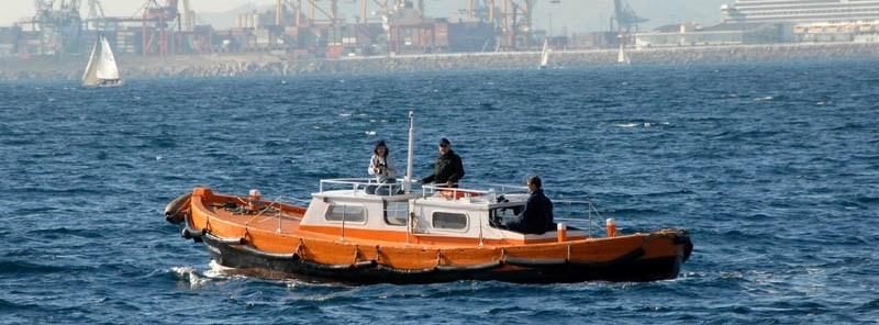 La corporación de prácticos del puerto de Barcelona convoca cuatro jornadas de huelga durante abril